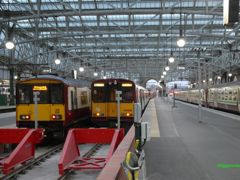 314205 alongside 318256 at Glasgow Central in 2010